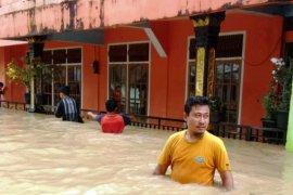 Korban banjir di Kampung Tarandam mengaku belum makan sejak pagi (video)