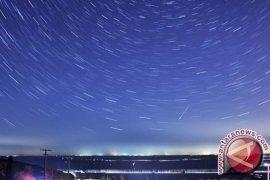 Keindahan puncak hujan meteor Geminid bisa disaksikan di langit malam ini