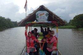 Getek wisata online susuri sungai Tanjung Pura Langkat