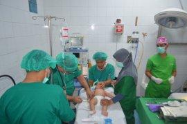 33 orang penderita kelainan bibir jalani operasi gratis dalam peringatan Hari Juang TNI AD