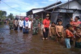 Koramil 1202-11/Kota Singkawang Evakuasi Warga Dampak Banjir
