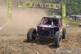 Komunitas Jeep promosikan wisata menarik Garut melalui Kejurda Offroad