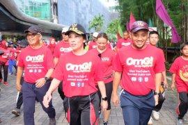 Warga Singkawang antusias ikuti jalan sehat Telkomsel