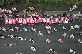 "Relawan Risma Selamanya gelar ""flash mob"" di Surabaya"