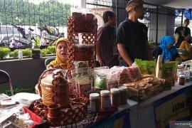 Berbagai produk usaha mantan pekerja migran Jawa Barat dipamerkan di Bandung