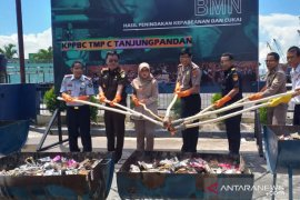 Bea Cukai Belitung musnahkan 11.492 batang rokok ilegal
