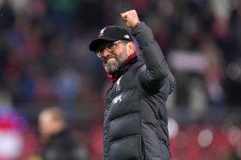 Situasi aneh, pelatih dan pemain Liverpool tonton tim Liverpool vs Aston Villa di Piala Liga