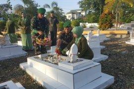 Jajaran Kodim 1008/Tanjung ziarah ke makam pahlawan
