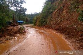 Setelah tertimbun longsor, Jalan Panyabungan - Simpang Gambir kembali lancar