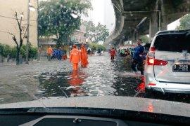 BMKG peringatkan hujan disertai kilat dan angin kencang di Jabodetabek