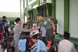 Hari Juang TNI AD, Korem 042/Gapu syukuran bersama ratusan anak yatim