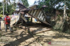 Pemkab Mukomuko salurkan bantuan untuk korban banjir
