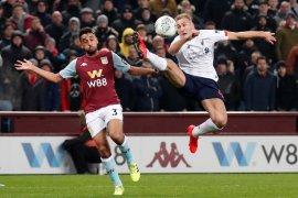 Aston Villa kalahkan Liverpool untuk ke semifinal Piala Liga