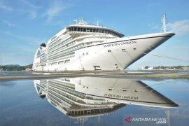 Kapal pesiar bawa 994 orang turis sandar di Sabang