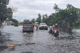 Bupati Muda serahkan bantuan untuk korban Bajir