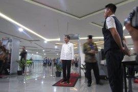 "Presiden Jokowi ""diperiksa"" petugas Bandara Syamsudin Noor Banjarmasin"