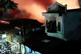 Sijago merah mengamuk 17 rumah hangus terbakar di Makassar