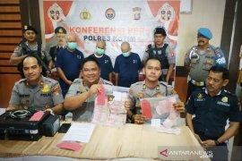 Oknum perangkat desa ditangkap polisi diduga bikin uang palsu