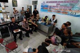 Satlantas Polresta Cirebon periksa urine pengemudi kendaraan umum