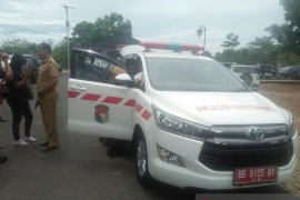 Mukomuko salurkan mobil ambulans di puskesmas wilayah terpencil