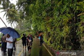 Jalan penghubung Kota Gunungsitoli-Nias Selatan tertimbun longsor