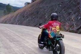 Presiden mencoba trek jalan perbatasan Nunukan berkendaraan motor