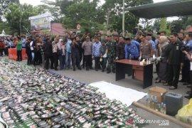 Polres Kutai Timur musnahkan ribuan botol miras