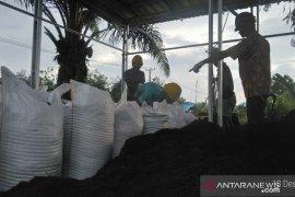 Kelompok Tani Genap Mufakat di Tebo produksi pupuk kompos untuk sawit