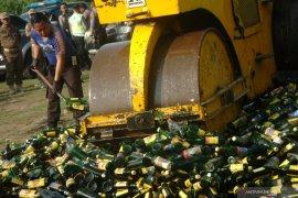 Polda Bengkulu musnahkan ribuan botol minuman keras