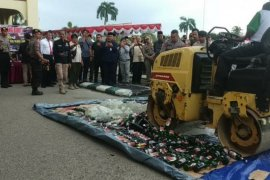 Polres Paser musnahkan 743 botol minuman keras