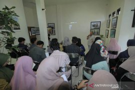 Puluhan mahasiswa dibekali ilmu jurnalistik