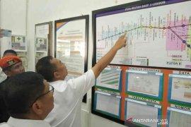 Awas warga pelintas rel,  7 menit sekali kereta melintas di Cirebon