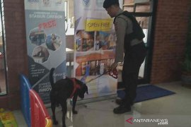 Dua anjing pelacak dari Polda Jabar untuk jaga Stasiun Cirebon