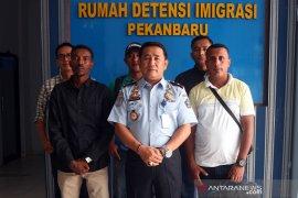 Rudenim Pekanbaru pindahkan dua imigran ke Tangerang, ini sebabnya