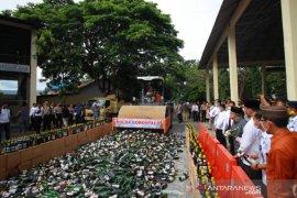 Polda Gorontalo musnahkan ribuan botol miras