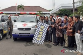 Bupati Serang serahkan bantuan 100 unit ambulan desa