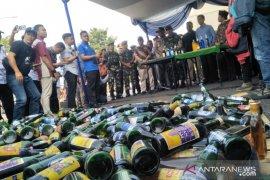 Polres Cianjur musnahkan ribuan botol miras dan oplosan