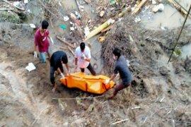 BPBD Langkat evakuasi mayat tanpa identitas dari Sungai Kwala Begumit