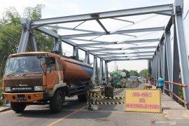 Jembatan Kediri - Tulungagung rusak