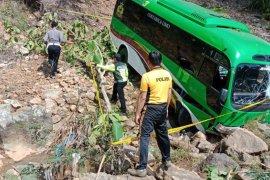 Diduga sopir ngantuk, bus wisata rombongan Kemenag terjun ke jurang