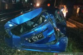 Mobil sarat penumpang dihantam Argo Parahyangan, tujuh tewas