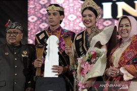 Milenial Bali dan Jatim jadi Putra Putri Tenun Songket