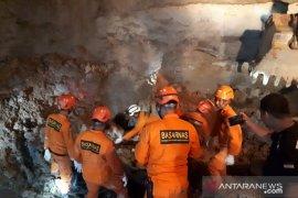 Basarnas Jambi berhasil evakuasi korban tertimbun longsor di Merangin