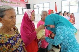 50 Kaum ibu di Pematangsiantar dapat bingkisan di Hari Ibu