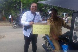 Warga kumpul donasi bantu bayar tagihan listrik kantor bupati Gorut