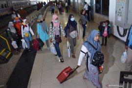 Jumlah penumpang KA di Madiun menurun