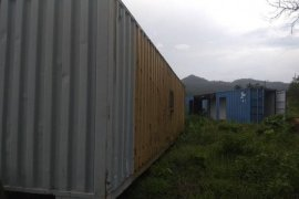 Bangunan vila di Pantai Carita, Pandeglang masih terbengkalai pascatsunami 2018