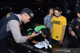 Polisi gencarkan tes urine tekan penyalahgunaan narkoba