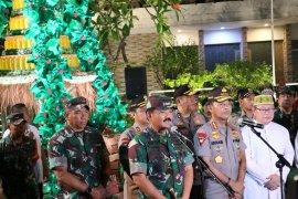 Panglima TNI bersama Kapolri tinjau sejumlah gereja