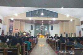Ribuan jemaat khusyuk ikuti ibadah malam Natal di Belitung